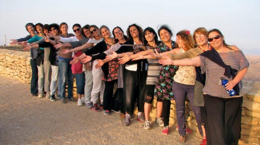 קבוצת-הנשים-של-איריס-באה-לקורס-תטא-במצפה-רמון-5-2013