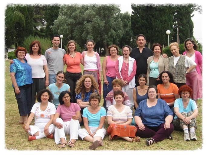 בוגרי הקורס הראשון לתטא הילינג בישראל, קיבוץ מענית, מאי 2005